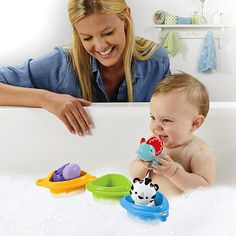Linking the 3 floating boats and putting animal friends inside help baby develop fine motor skills and eye-hand coordination