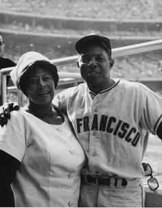 Ella Fitzgerald poses with Willie Mays, who was a player for the San Francisco Giants. Ella Fitzgerald Collection, Archives Center, National Museum of American History. Nova Orleans, Afro, San Francisco, Willie Mays, Ella Fitzgerald, African American History, Famous Faces, Black Is Beautiful, Beautiful People