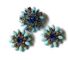 Rhinestone Brooch Earrings, Flower Brooch, Blue Thermoset Pin, Vintage earrings Vintage Brooch (3kbx)
