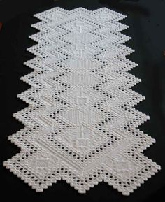 Hardanger table runner designed by Marie-Josée Dulong. Find all détails on my blog : http://fils-aiguilles-passion.blogspot.fr/2013/09/hardanger-marie-josee-dulong-1.html