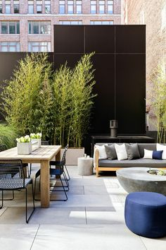Outdoor space with a large farm-style table, metal chairs, and a bench Source by mydomaine Modern Patio Design, Contemporary Patio, Terrace Design, Outdoor Seating, Outdoor Dining, Outdoor Spaces, Outdoor Decor, Modern Outdoor Living, Ideas Terraza