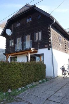 Kleines Haus in Traunnähe, 140 m², € 380.000,-, (4810 Gmunden) - willhaben Style At Home, Cabin, House Styles, Home Decor, Attic Rooms, Cosy House, Terraced House, Decoration Home, Room Decor