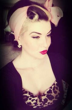 Black and Blonde rockabilly pin up hair