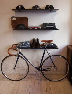 Fixie. Love the leather.