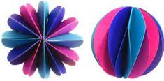 Materiais:  - Papel de seda (folhas +/-tamanho A4)  - Tesoura  - Arame      Passo 1: Para pompons com 24 cm de diâmetro é necessário 8 folha...