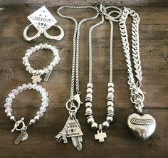 Jueves pre-finde 🙌🏻🙌🏻🙌🏻🙌🏻 Y acá se  SIENTEEEE Corazón Corto + Mándala XL +  Good Vibes + Argollas + Pulsera Meme + Santitos👇🏻👇🏻👇🏻👇🏻👇🏻👇🏻👇🏻👇🏻👇🏻👇🏻👇🏻 Todo esto y más en la Tienda Online. 30% de descuento con el cupón de descuento AMIGASLQD #collares #pulseras #Pins #Denim 🔥🔥🔥🔥🔥 Fall Winter Collection 🍁🍂☃☃ #nopuedemas  #streetstyle  #boho #hindu #ootd #fashion #accesorios #love 🍁Disponible en la Tienda Online y en todos nuestros puntos de venta…