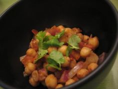 .`•.¸¸.•´  SHARE if you LoVe this!!    Spicy Chickpeas!!   INGREDIENTS:...  2 tablespoons vegetable oil 1 teaspoon cumin seed 1/2 teaspoon salt 1/2 teaspoon chili powder 1/2 teaspoon lemon pepper 2 tomatoes, chopped 2 (15 ounce) cans garbanzo beans, drained 1 tablespoon lemon juice 1 onion, chopped  INSTRUCTIONS:  1 In a large pot over low heat, warm oil and cumin; heat until cumin turns a darker shade of brown. 2 Add salt, chili powder and lemon and pepper seasoning; mix well. 3 Stir in ...