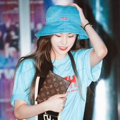 itzy — yeji ♡ shared by on We Heart It Kpop Girl Groups, Korean Girl Groups, Kpop Girls, Airport Style, Airport Fashion, Pretty Asian, K Idols, South Korean Girls, Role Models