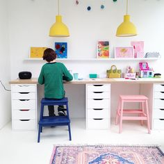 Amazing 34 Striking Kids Study Desks Ideas That Kids Will Love Asap Ikea Kids Desk, Kids Workspace, Kid Desk, Kids Homework Room, Kids Homework Station, Kids Study Spaces, Kids Study Desk, Kids Room Art, Kids Bedroom
