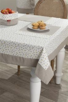 Sweet Home - Dekoria Dining Table Cloth, Dining Room Table, Table And Chairs, Gold Bedroom Decor, Lace Table Runners, Table Covers, Kitchen Decor, Sweet Home, Table Decorations