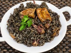 Arroz negro con chipirones Grains, Curry, Good Food, Pork, Rice, Beef, Chicken, Cooking, Ethnic Recipes