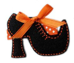 Halloween Hair Clips, Halloween Shoes, Halloween Quilts, Halloween Ornaments, Felt Christmas Ornaments, Halloween Projects, Halloween Crafts, Felt Flowers Patterns, Felt Crafts Patterns