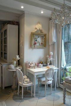 how sweet is this little breakfast corner!  would love to have this in our little 2 br nest!