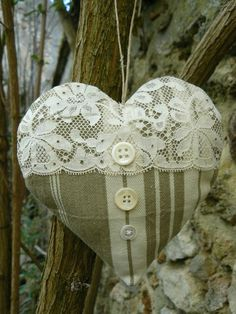 CG 9 - euros, FDP non compris - what to do with french ticking Lavender Bags, Lavender Sachets, Lace Heart, Heart Art, Sewing Crafts, Sewing Projects, Fabric Hearts, I Love Heart, Heart Crafts