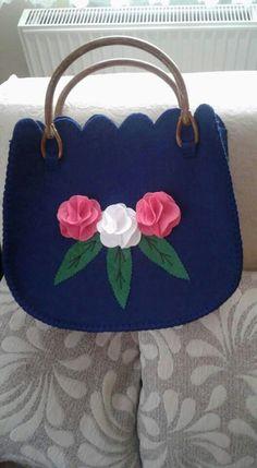 Felt Purse, Diy Purse, Clutch Purse, Felt Bags, Clutch Tutorial, Felt Diy, Felt Crafts, Hessian Bags, Embroidery Purse
