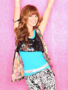 Cece Jones a.a Bella Thorne :) Bella Thorne Movies, Bella Thorne And Zendaya, Cece Shake It Up, Zendaya Coleman, Character Outfits, Movie Outfits, Teenager Outfits, Celebs, Celebrities