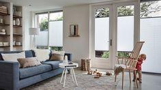 Plissé shades in de #woonkamer. Laat u inspireren door Luxaflex® raamdecoratie. Plissé Shades. #living room