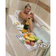 Ângela Bismarchi posta foto nua em banheira: 'Agora é só relaxar'