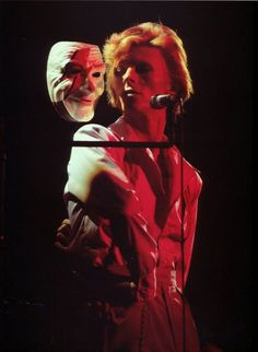 """Performing """"Aladdin Sane"""", Diamond Dogs Tour, 1974"""