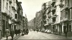 Vista de la calle Recogidas en los años sesenta. Torres Molina/Archivo de IDEAL Granada, Andalusia, Barcelona, Street View, Antiques, Country Houses, Walks, Antique Photos, Towers