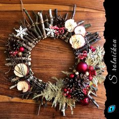 Krásná přírodní dekorace z větviček. Sice je to fakt drbačka, ale vypadá moc hezky. Christmas Wreaths, Holiday Decor, Home Decor, Decoration Home, Room Decor, Advent Wreaths, Interior Decorating