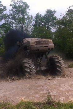 Beautiful chevy mud truck love it Jacked Up Trucks, Gm Trucks, Cool Trucks, Chevy Trucks, Mudding Trucks, Chevy 4x4, Lifted Cars, Lifted Chevy, Pickup Trucks