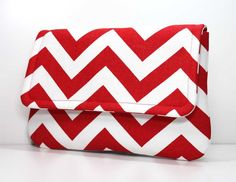 Gorgeous red-and-white chevron clutch. Totally going on my Christmas wishlist!