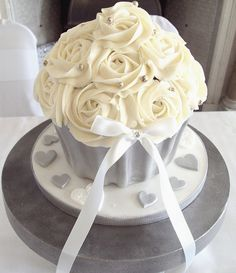 Giant Wedding Cupcake by Heavenly-Cupcakes - for the top you take home or bridal shower Beautiful Cupcakes, Love Cupcakes, Wedding Cakes With Cupcakes, Baking Cupcakes, Love Cake, Big Cupcake, Giant Cupcake Cakes, Cupcake Heaven, Mini Cakes