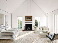 Tapete com textura aveludado em quarto com paredes brancas. Arquiteto: Jacobsen Architecture. Fotógrafo: Douglas Friedman.