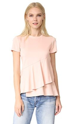 ¡Consigue este tipo de camiseta manga corta de Dkny ahora! Haz clic para ver los detalles. Envíos gratis a toda España. DKNY Ruffle Top: This asymmetrical DKNY tee is detailed with a wide, wraparound ruffle at the hem. Banded crew neckline. Short sleeves. Fabric: Slinky jersey. 60% viscose/34% nylon/6% elastane. Dry clean. Imported, Indonesia. Measurements Length: 26in / 66cm, from shoulder Measurements from size S (camiseta manga corta, mangas cortas, manga corta100%, short-sleeved…