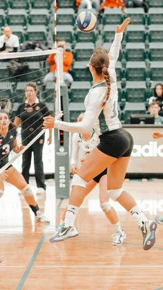 Volleyball Poses, Female Volleyball Players, Volleyball Outfits, Volleyball Shorts, Volleyball Pictures, Women Volleyball, Athletic Girls, Athletic Models, Sporty Girls