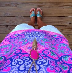 Love the colors on this top!