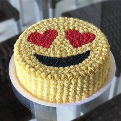 Savory magic cake with roasted peppers and tandoori - Clean Eating Snacks Cake Decorating Techniques, Cake Decorating Tips, Cake Icing, Buttercream Cake, Fete Emma, Emoji Cake, Beautiful Birthday Cakes, Salty Cake, Savoury Cake