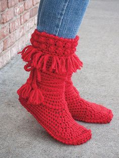 ANNIE'S SIGNATURE DESIGNS: Mukluk Crochet Booties Pattern designed by Lena Skvagerson for Annie's. Order here: https://www.anniescatalog.com/detail.html?prod_id=132194&cat_id=468