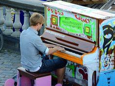 Hombre de la calle conmueve al mundo tocando el piano #Piano #Curiosidades