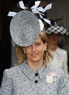 Looks like a TV dish! ~ Sophie, Countess of Wessex, Royal Ascot. Gorgeous hat by Philip Treacy. Silly Hats, Fancy Hats, Sophie Rhys Jones, Lady Louise Windsor, Royal Ascot, Love Hat, Derby Hats, Royal Fashion, Headgear