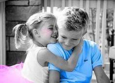 Altijd elkaar plagen, maar stiekem houden ze toch wel van elkaar die broertjes en zusjes.