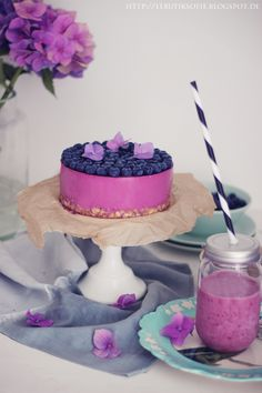 Ich hab mal wieder eine Quarktorte gebacken. Diesmal in der Farbe des Jahres 2014, Radiant Orchid. Blaubeer Lavendel Quark...