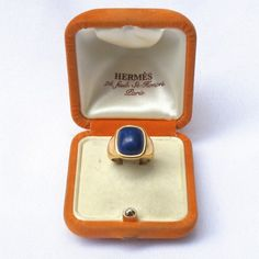 Hermes ring gold and lapis lazuli