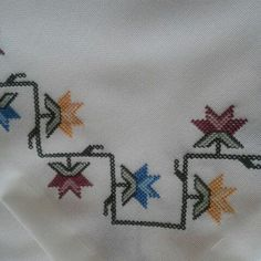 This Pin was discovered by mün Cross Stitch Borders, Cross Stitch Designs, Cross Stitching, Cross Stitch Embroidery, Cross Stitch Patterns, Flower Embroidery Designs, Bargello, Linen Napkins, Handicraft