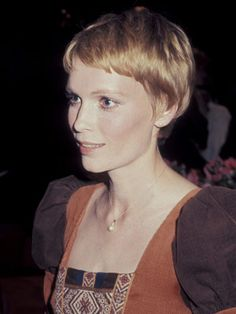 Mia Farrow  Mia Farrow's fresh-faced beauty was the perfect match for the pixie haircut she sported in the 1977, which was softer and fuller than the extreme crop she wore in the 1960s.
