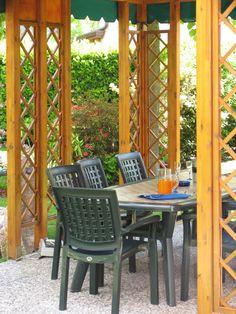 Gazebo table. Bed And breakfast Al Giardino Venice Italy.