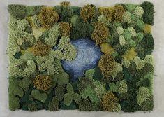Rappelez-vous, en début d'année nous vous présentions le travail de la designer argentine Alexandra Kehayoglou (pour retrouver l'article, cliquez ici). Cette dernière conçoit des tapis étonnants qui imitent les tapis végétaux que l'on trouve dans la nature. Ces morceaux de nature parfaitement recomposés sont faits à partir de chutes qu'elle récupère de l'entreprise familiale, premier fabricant de tapis en Argentine. À l'occasion de la Paris Fashion Week, Alexandra a créé un long paysage...