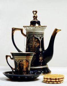 Sada na kávu * černý porcelán zdobený zlatem.