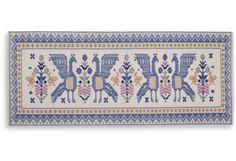"""Tessitura di forma rettangolare. La decorazione è impostata su un fondo liscio; il motivo utilizzato è localmente denominato, """"Sa pudda Pirisi"""""""