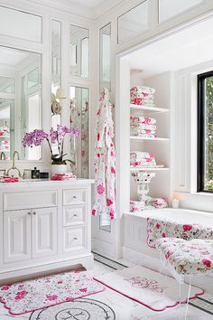 Laura Slatkin decorated the master bathroom with a similar floral theme of Porthault linens.