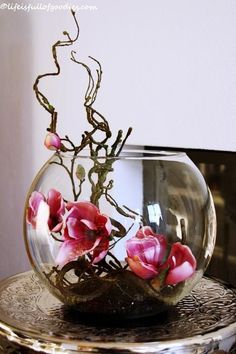 Magnolien im Fischglas – Life Is Full Of Goodies Frühling - Decoration Gartens Ikebana, Flower Decorations, Table Decorations, Deco Champetre, Deco Nature, Deco Floral, Flower Designs, Floral Arrangements, Flower Arrangement