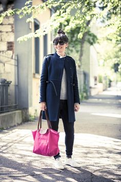 lovely outfit navy coat and pink bag, stan smith