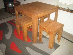 Tisch mit 4 Stühlen Lärchenholz