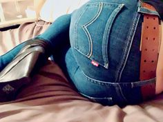 The biggest image collection of girl's sexiest asses in tight vintage Levi's jeans. Wide Leather Belt, Leather Belts, The Ranch Netflix, Narrow Hips, Sexy Jeans, S Girls, Girls Jeans, Levis Jeans